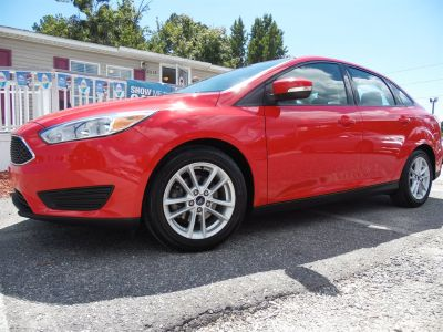 2015 Ford Focus SE (Red)
