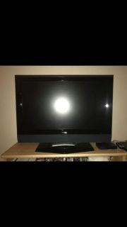 32 Insignia LCD tv with remote