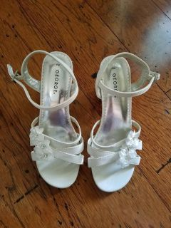 EXCELLENT CONDITION! Girls White Dress Sandals, Size 2
