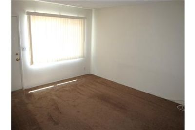 Sharp Upstairs 1 Bedroom, 1Bath APT.