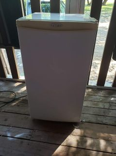 Mini Fridge. Asking $100
