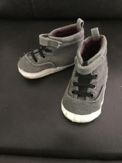 Old navy 12-18 months high top soft bottom shoes