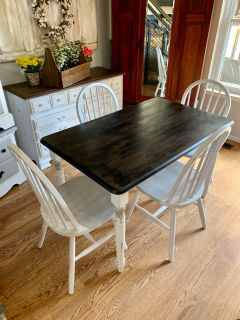 Shabby smaller kitchen table + 4 chairs and optional bench