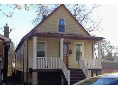 3 Bed 1 Bath Foreclosure Property in Riverdale, IL 60827 - S May St