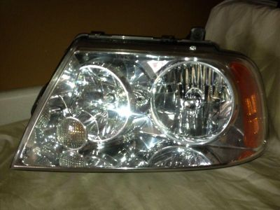Find OEM 2003-2006 LINCOLN NAVIGATOR LEFT DRIVER SIDE HID XENON HEADLIGHT motorcycle in Rockford, Michigan, US, for US $200.00