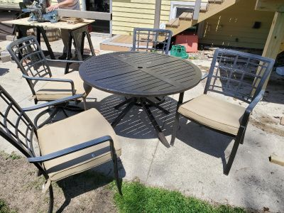 Outdoor patio table & 4 chairs