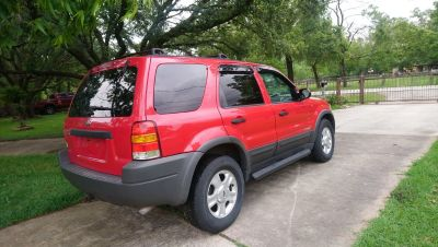 1 OWNER Ford Escape 4X4 Low miles LOADED