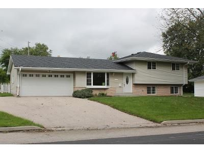 4 Bed 2 Bath Foreclosure Property in Menomonee Falls, WI 53051 - N9343 Joper Road
