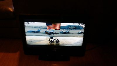"""VIZIO 32"""" LCD TV 75 OR BEST OFFER"""
