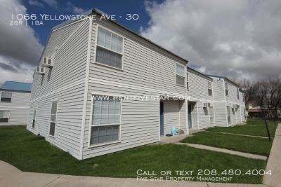 Centrally located townhouse with downstairs kitchen, living, and dining room and upstairs bedrooms, laundry and bathroom. Master bedroom has walk-in closet for extra storage. New paint, countertops, flooring and brand new dishwasher! Very close to shoppin