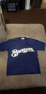 Boy's Brewers T-shirt Size Small. Excellent Condition