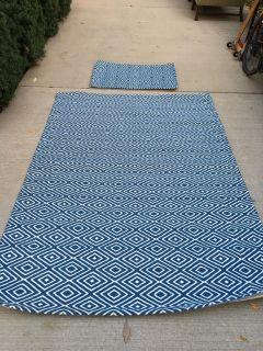 Indoor Outdoor Rug - Blue Geometric Pattern 5 x 8