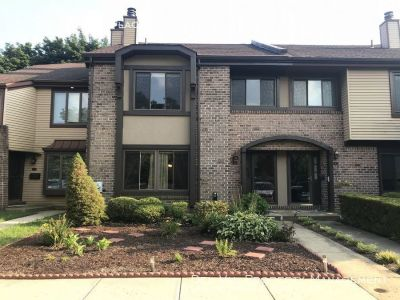 Spacious Updated 3-Bedroom Townhouse for Rent - 8 Colchester Place