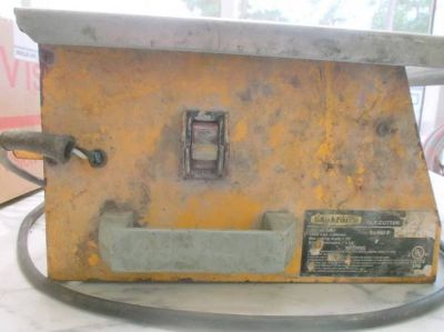 "Rusty Old Electric Workforce 7"" Wet Tile Saw Cutter with 4 blades."