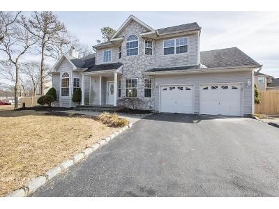 4 Bed 3.5 Bath Foreclosure Property in Centereach, NY 11720 - Rhi Ct