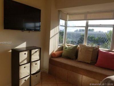 Miami Beach: 2/2 Furnished apartment (Washington Ave., 33139)