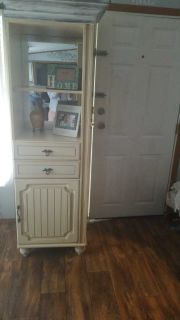 Cabinet with twin if u want both its fifty or one for 25