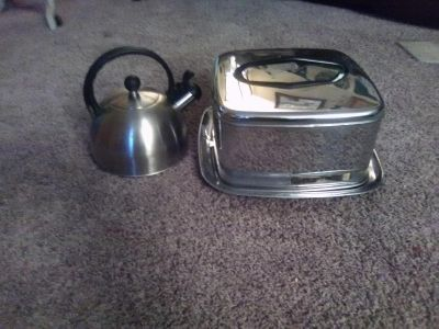 Cake plate w/ cover & tea kettle