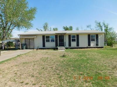 3 Bed 1 Bath Foreclosure Property in Dodge City, KS 67801 - Jan Ave