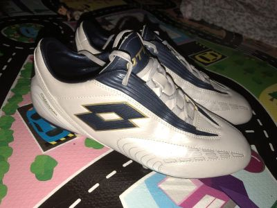 Lotto soccer cleats