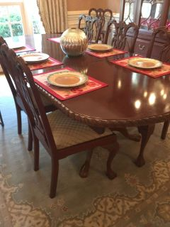 Lexington dining set table 8 chairs & China cabinet plus 2 leafs