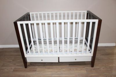 Dwell Studio Baby crib - great condition
