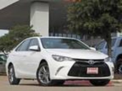 2015 Toyota Camry SE Navigation, Sunroof & Alloy Wheels