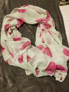 EuC beautiful scarf