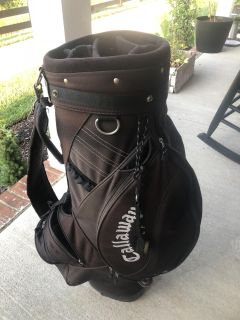 Callaway golf bag. Does show some use in pick where strap connects. PPU