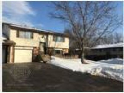 Spacious Two BR/Two BA Shoreview Townhome!