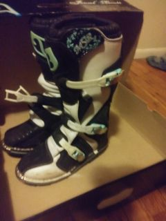 Like new in Women's riding boots size7 USA