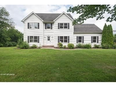 4 Bed 2.5 Bath Foreclosure Property in Stewartsville, NJ 08886 - Mayflower Dr