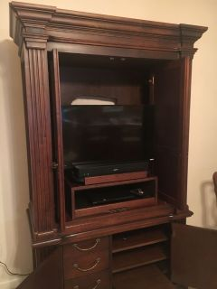 Very nice entertainment center