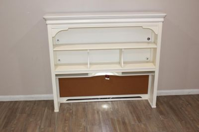 EXCELLENT condition white hutch with working lights! NEW!!