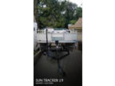 Sun Tracker - 21 Fishing Barge