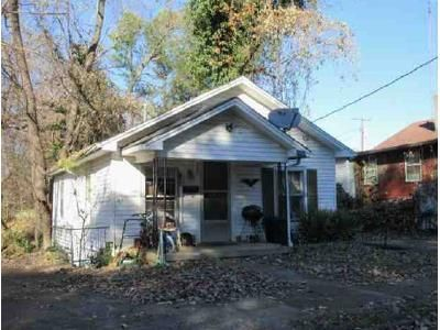 2 Bed 1 Bath Foreclosure Property in Paris, TN 38242 - Walnut St