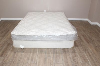 Queen size mattress- Hampton and Rhodes Danbury euro top