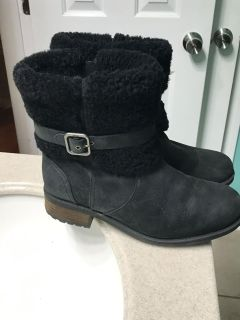 Women s UGG boots - black distressed leather - size 8
