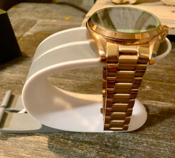 Michael Kors smart watch works with android and iPhone