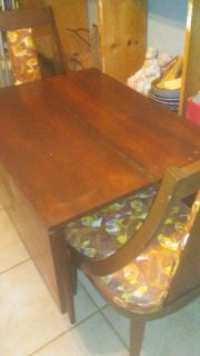 DROPLEAF TABLE AND 2 CHAIRS