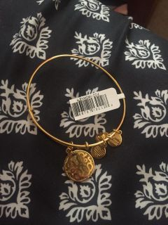 New! Alex and ani with tag