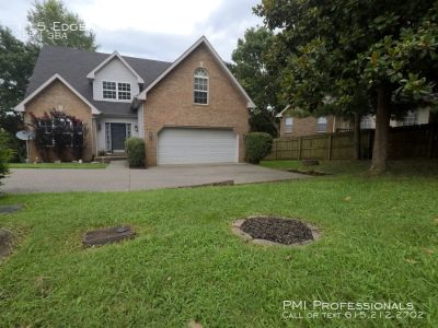 3 Bed, 2 Bathroom in Hendersonville