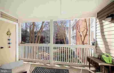 1504 Lincoln Way #216 MCLEAN One BR, Wonderful updated 2nd