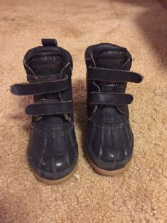 Toddler size 9 snow boots