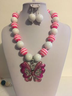 Alluring Hot Pink and White Chunky Bubblegum Bead Western Necklace Set With Butterfly Pendant and Matching Bracelets, Ring, and Earrings