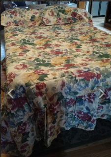 Like New King Spread and Pillow Shams