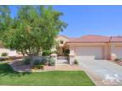Palm Desert Two BR Two BA, Proud homeowner offers stylish