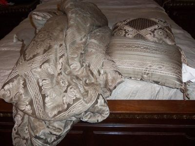 Deco pillows and blanket