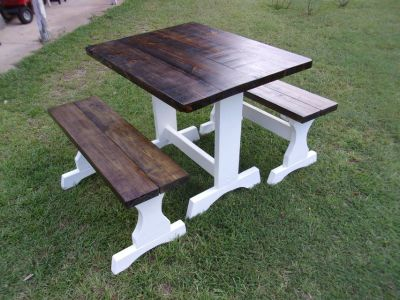 Table/ 2 Benches