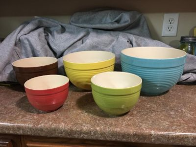 """""""MAIN INGREDIENTS"""" MIXING / SERVING BOWLS. DISHWASHER, MICROWAVE & OVEN SAFE - BEAUTIFUL COLORS - VERY NICE - HEAVY -NEST INSIDE EACH OTHER"""